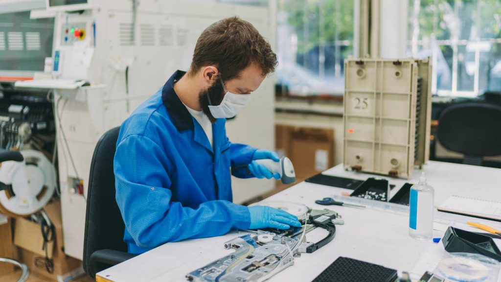 konsultacje lean - 5S, człowiek na stanowisku pracy